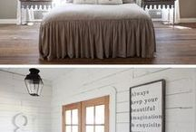 Farmhouse decorating and DIYs / Awesome round ups of sources plus decorating and DIYs.