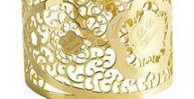 Ricami Gold / Eleganti fiori in argento traforato dominano la collezione Ricami D'Argento, linee moderne e sinuose realizzate da LuLù Maison by RENIERI.  #madeinitaly #embroiderycollection #handmadejewels #Renierisilverjewels #Ricamidargento #RenieriCollection