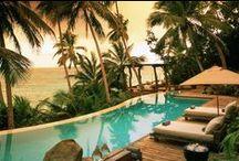 North Island Seychelles / North Island, a 15 minuti a nord di Mahé, è uno dei luoghi più esclusivi al mondo: spiagge lunghissime e un mare dai colori spettacolari, tartarughe giganti nei giardini e vegetazione lussureggiante. Un resort dove personaggi importanti trovano privacy e relax.
