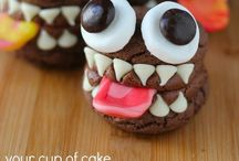 Halloween cakes & cookies / Inspiration for making striking and spooky Halloween cakes, cake pops and cookies.