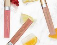 Jane Iredale Skincare Make-up / Ein herzliches Willkommen in der Welt von jane iredale. Eine Welt, in der wir fest davon überzeugt sind, dass die beste Kosmetik für Ihre Haut eine gesunde Haut ist. Wir verstehen jedes neue Produkt in unserer Linie nicht nur als Werkzeug, um Sie noch schöner strahlen zu lassen, sondern bringen Ihre Hautpflege auf ein neues Level.