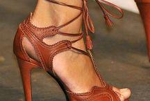 ¨vicio femenino¨ / por qué será que a toda mujer nos apasionan los zapatos?