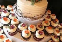 Fall Weddings by The SweetSpot Bakehouse / Fall is a magical time to get married. Leaves are starting to turn beautiful shades of yellow, orange, and red. Pumpkins and gourds make easy and classic centerpieces. And cakes take on the colors and flavors autumn.