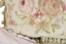 Curtains/Pillows