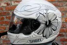 Motor helmen (motorcycle helmets( / Diverse soorten motorhelmen van diverse merken voor mannelijke en vrouwelijke motorrijd(st)ers.