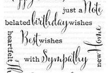 PERGAMANO ÉCRITURES / Lettres, petits mots, chiffres calligraphiés. Ils permettent d'embellir la carterie