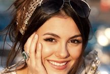 Victoria justice / And her doppelgänger Nina  U need second glance to decide whether it is Victoria or nina