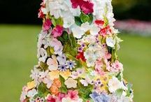Wedding Cake ideas from Weddings Words & Wishes Celebrant in France / Different Wedding Cake designs from Traditional to Funky or Rustic.