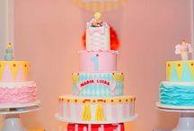 Bolos decorados / Party cakes / Bolos decorados feitos por nossos fornecedores parceiros para eventos, festas infantis, adultas, chá de bebê, batizado, casamentos e celebrações em geral realizadas pela Pequenos Luxos. Pequenos Luxos - www.pequenosluxos.com