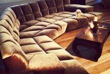 Bretz sohvat ja nojatuolit / sofas & armchairs / Bretzillä on hyvin erikoinen ja rohkea mallisto. Heidän valikoimassaan ei ole mitään keskinkertaista. Bretzin valikoimaan kuuluvat sohvat, levitettävät sohvat, nojatuolit, tuolit, pöydät, sängyt, patjat, matot, peilit sekä tyynyt.