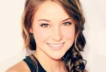♡ SHAILENE-WOODLEY (USA)  #IFollowHer / Shailene Diann Woodley (born November 15, 1991 - Simi Valley, California) is an American actress. Her first roles was in The Secret Life of the American Teenager and Felicity : An American Girl Adventure. Woodley's breakthrough was The Descendants (2011). For fer performance she received praise from critics and award recognition. In 2013, she played in The Spectacular Now and in the beginning in 2014, Woodley came to international prominence in The Divergent Series and in The Fault in Our Stars. / by AshOkaConcept ॐ