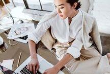 Im Job // Tipps fürs Büro / Wir machen dich fit für den Job! Von genialen Büro-Hacks über Styling-Tipps für Business-Mode bis hin zu Tricks, um im Beruf zufriedener zu sein. Hier finden Karriere-Ladys alles, was sie wissen müssen.