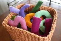 Brinquedos & Material Pedagógico / by Mariane Bauer