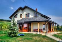Casele noastre din lemn / Noua, SC Mobina SRL ne place sa construim case din lemn care sa va ofere confort si siguranta. Puteti vedea in acest ablum cateva din casele de lemn pe care le-am construit.
