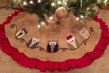 CHRISTMAS TRES SKIRT