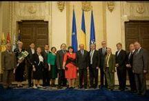 Preşedintele României a decorat mai multe personalităţi pentru promovarea românismului