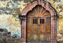 Portes, Porches. / ( voir aussi Grilles d'entrée, Loquets, poignées, serrures) / by Gaëtane Marsot