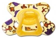 Bébé & maman - baby & mum / La Malle au Trésor vous propose ses produits Difrax, mais aussi des bouillottes peluche ou des produits de toilettes Hello Kitty.