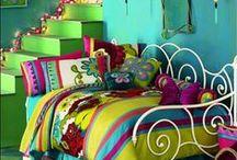 """""""AMBIENTES COLORIDOS E CHEIOS DE VIDA"""" / Cores, muitas cores, alegrando a casa e a vida."""