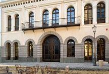 Patrimoniu / Monumente de arhitectură civilă şi religioasă, importante atât pentru istoria arhitecturii, cât şi pentru cea a civilizaţiei şi mentalităţilor.