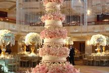 I love wedding cakes / by Doris Valdespino