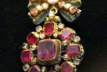 Antique/Vintage Jewelry / Whether ancient, Victorian, Edwardian or other, I love the sparkle of these beautiful pieces of jewelry.