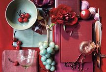 Marsala - kolor roku 2015 // color of the year / Dlaczego Marsala? To kolor wytrawnego wina z Marsali w Sycylii. Idealnie sprawdza się w każdej dziedzinie designu. Zarówno ubrania, dodatki, jak i makijaż czy kolor włosów pasują do wielu odcieni skóry. Ściany czy dekoracje domu w kolorze Marsali dodają ciepła wnętrzom, a jej ziemisty i zarazem luksusowy odcień ożywia wydruki i opakowania produktów.