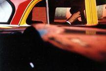 Saul Leiter - 1923 - 2013 (80 ans) / Saul Leiter, né le 3 décembre 1923 à Pittsburgh et mort le 26 novembre 2013 à New York, est un photographe et peintre américain contemporain.
