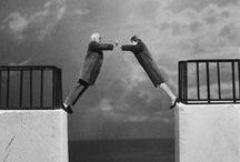 Gilbert Garcin - 1929 - / Gilbert Garcin (né à La Ciotat le 21 juin 1929) est un photographe français qui a commencé à faire des photographies à l'âge de la retraite. C'est après un stage à Arles qu'il découvre le photomontage en noir et blanc, où il se met en scène dans différentes situations, dans des paysages irréels pour la plupart. Ses montages mettent en scène différentes situations qui ont en commun la dérision, l'absurdité de la condition humaine. Ses photographies font écho à la mythologie et à la peinture.