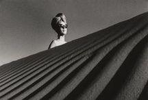 Jean Loup Sieff - 1933 - 2000 (67 ans) / Jeanloup Sieff (30 novembre 1933 à Paris - 20 septembre 2000 à Paris) est un photographe français alternant au cours de sa carrière différentes approches de la photographie, alternant entre mode, reportages ou portraits. Il est d'ailleurs reconnu pour ses portraits de personnalités politiques et du monde du spectacle, mais aussi pour ses paysages, ainsi que pour ses nus et son utilisation des objectifs grand angle. Il a travaillé durant quatre décennies, et ce essentiellement en noir et blanc.