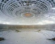 """Thomas Jorion - 1976 - / Le travail de Thomas Jorion (né en 1976, installé à Paris) s'élabore dans es bâtiments en ruine ou délaissés, des lieux désormais déchus tant de leur usage que de leur fonction.   Il réalise ses images avec une chambre photographique 4x5"""" ainsi que des négatifs couleurs."""
