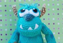 Amigurumi / O amigurumi é uma técnica japonesa para criar pequenos bonecos, objetos ou alimentos feitos de crochê ou tricô.