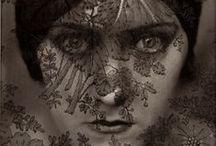 Edward Steichen - 1879 - 1973 (94 ans) / Edward Steichen est un photographe et peintre américain d'origine luxembourgeoise, né le 27 mars 1879 à Bivange au Luxembourg et mort le 25 mars 1973 à West Redding dans le Connecticut.  Cet éditeur de magazine, galériste et conservateur du MoMA de New York (1947-1962), a été un trait d'union culturel entre les États-Unis et l'Europe.