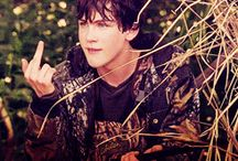 Logan Lerman :3