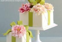Fondant Blumen & Blüten / Eine Pinnwand voller Ideen für Blumen und Blüten aus Fondant - Rosen, Tulpen, Orchideen, Narzissen, Ranunkeln und mehr