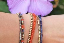 ETE INDIEN / * AN ORANGE & PURPLE COLLECTION WITH SUMMER SMELL * Bijoux fins made in France en pierres semi-précieuses naturelles & laiton brut : Cornaline, Iolite, Tanzanite & Jade. Fine jewelry with natural gemstones & raw brass.