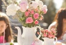 Tea Party Ideas / Try an elegant afternoon birthday party complete with tea, fingerfoods and flowers. A great idea for a girl´s birthday or even a bridal shower!