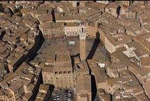 Streets and Skylines / La città di Siena è conosciuta nel mondo per il suo patrimonio storico, artistico, paesaggistico e per la sua sostanziale unità stilistica dell'arredo urbano medievale.