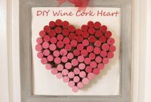 Wine for the Holidays / Ways to incorporate wine (corks, bottles, glasses) into your holiday decorations.