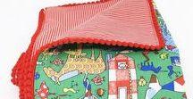 Toalhas e caminhos com pompom / Lindas toalhas e caminhos de mesa para decorar mesas de aniversário como as festas de antigamente! Apliques de pompom e tecidos 100% algodão.