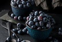 Dark food photography / Mood board and inspiration for dark food photos