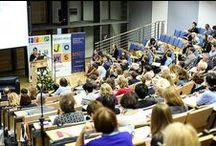 Europejski Dzień Języków 2014 / Celem Europejskiego Dnia Języków jest szerzenie wiedzy na temat języków używanych w Europie, wspieranie różnorodności kulturowej i językowej oraz zachęcanie do uczenia się języków przez całe życie. W Unii Europejskiej funkcjonują 24 języki urzędowe, około 60 języków regionalnych i języków mniejszości oraz ponad 175 języków, którymi posługują się migranci.