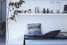 Cosmopolitan Christmas. / Modern Christmas decorations & homes | L4F Love this modern twist on Christmas