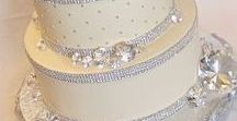 Jewelry-Inspired Cakes / Jewelry makes the perfect inspiration for party and wedding cakes!