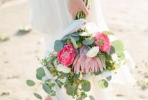 R U S T I C B O U Q U E T / Searching for the perfect wedding bouquet? This album features a variety of wedding bouquet styles