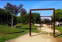 SISTEMA U Pergola / Pergola formed by galvanized steel porches. There are three kinds of porches: simple, with lighting and with shade. The three models have two standard measures: 300 x 15 x 300 cm the smallest and 600 x 15 x 380 cm, the biggest. U System enables to combine the different models creating the pergola that better adapts to the project and the space.