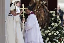 La asunción de Francisco, el Papa Argentino / En la misa de inicio de su pontificado, el Papa pidió por los pobres, los niños y los desprotegidos. Miles de personas lo acompañaron. Recorrió la Plaza de San Pedro en un vehículo descubierto. / by LAVOZcomar