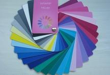 """Farbpässe / Für die unterschiedlichen Farbtypen gibt es Farbpässe mit den Farbpaletten für die einzelnen Typen. Die Farbpässe gibt es als """"Business-Farbpass"""" oder als """"Farbpass pur""""."""