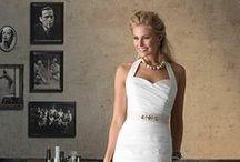 Brinkman by Speksnijder Bruidsmode / Ook voor een gekleurde jurk hebben wij volop mogelijkheden! Wil je bij je jurk een bijpassend jasje in dezelfde kleur? Altijd mogelijk, maar vind je het model van een strapless bruidsjapon mooi, maar wil je graag een mouw? Ook dat behoort tot de mogelijkheden!