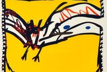 Alechinsky, Pierre / Pierre Alechinsky is tekenaar, schilder en graficus. Sloot zich als laatste aan bij de COBRA-beweging. De Deense COBRA-kunstenaar Asger Jorn en de Belg Christian Dotremont waren belangrijk voor zijn werk. Alechinsky's oeuvre toont  sporen van kunst uit het verre Oosten, dat hij leerde kennen tijdens een studiereis naar Japan in 1955. Geïnspireerd door Chinese en Japanse kalligrafie maakt hij zijn werk op papier. Soms gebruikt hij brieven, aankondigingen of nota's om op te tekenen en schilderen.